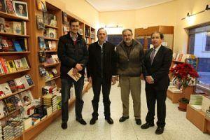 El escritor Juan Vergara firmó ejemplares de su novela 'Meridiano Maldito' en la librería La Farándula
