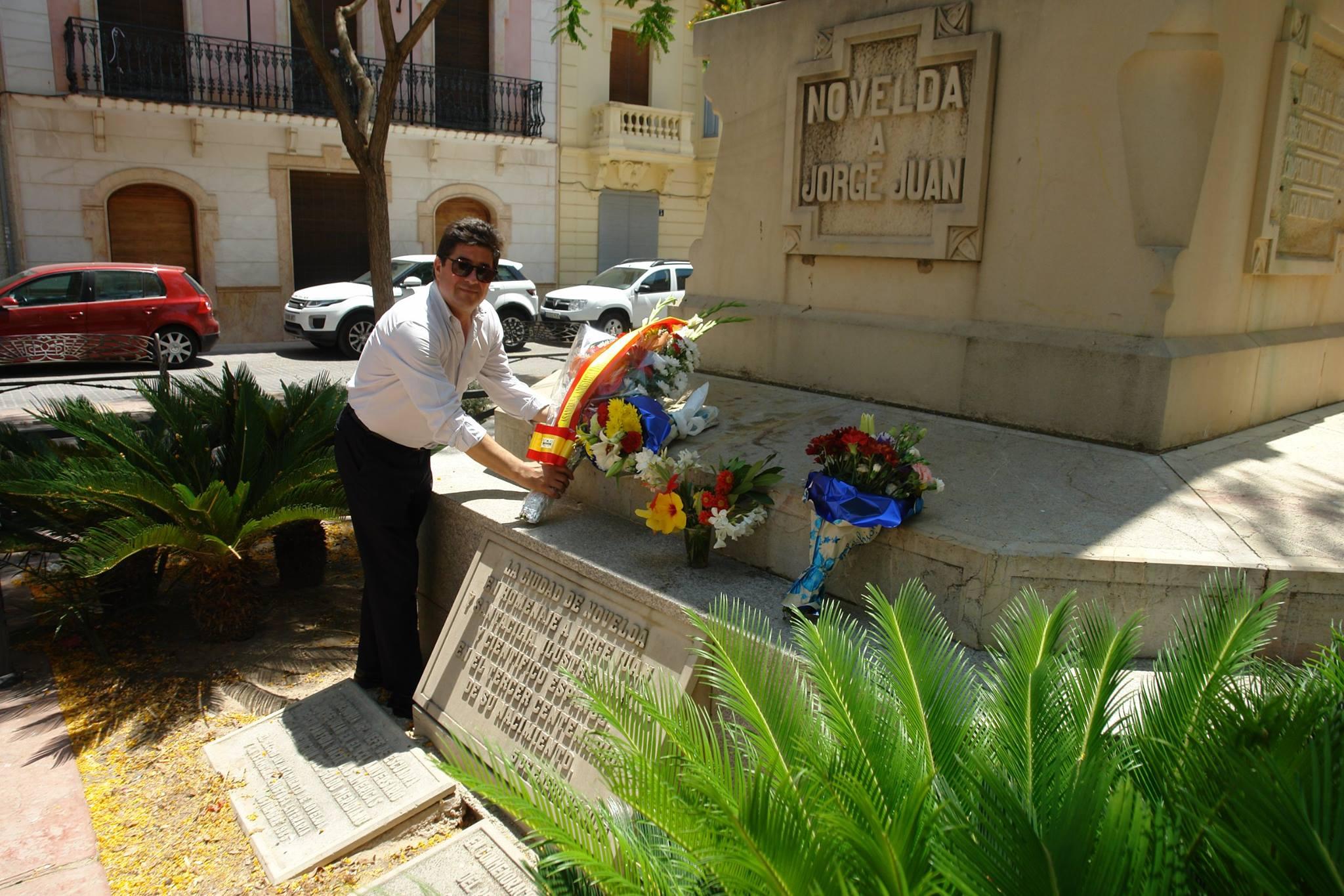 OFRENDA FLORAL A JORGE JUAN EN CONMEMORACIÓN DE SU MUERTE.