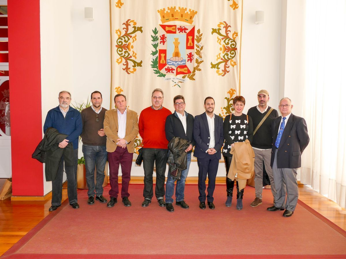 Directivos de la Asamblea Amistosa Literaria de Novelda son recibidos por las autoridades municipales de Cartagena