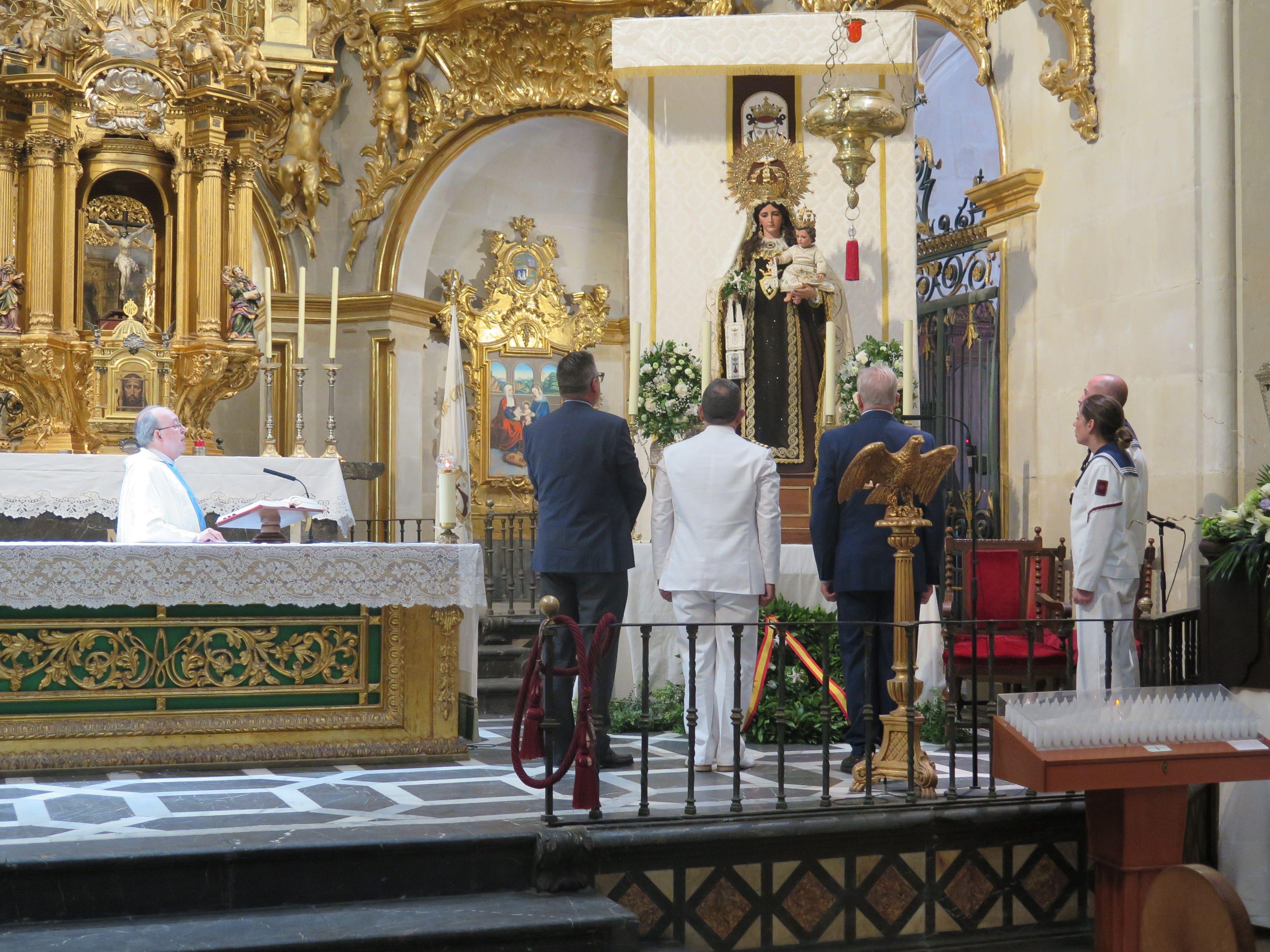 La Asamblea Amistosa Literaria de Novelda asiste a los actos de celebración de la Virgen del Carmen.